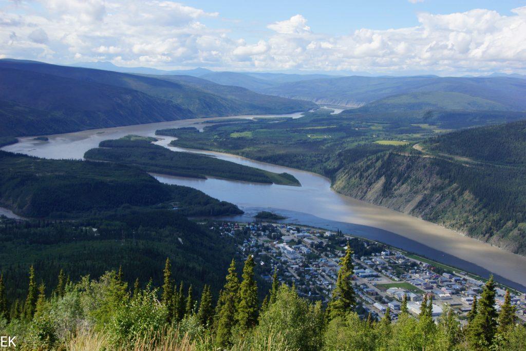 Blick auf Dawson City vom Midnight Dome