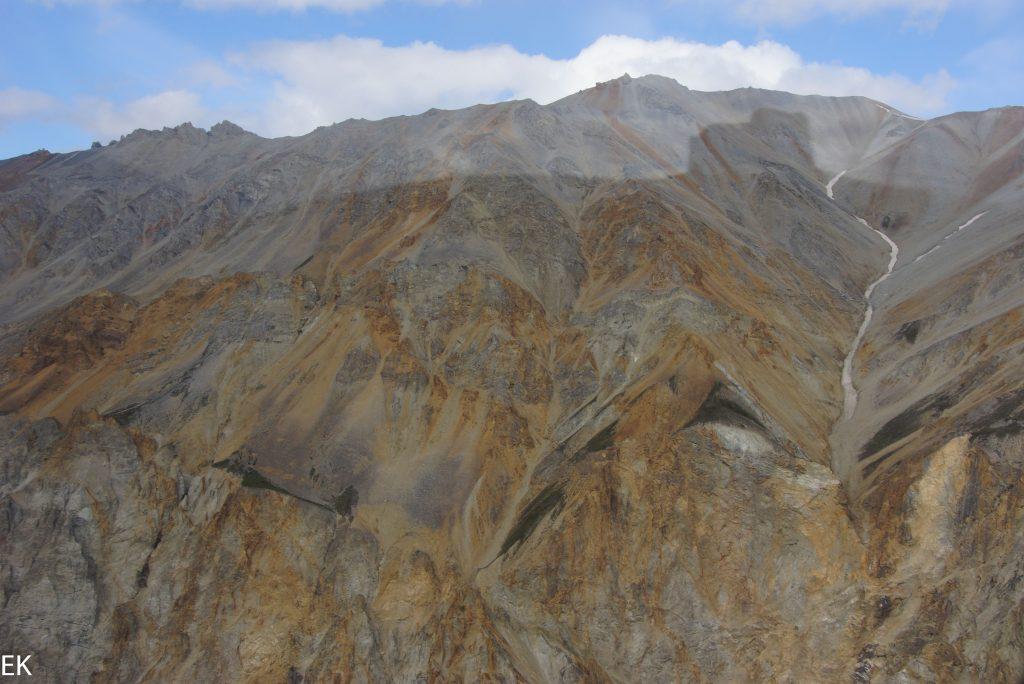 Bunte Berge in den Wrangell Mountains