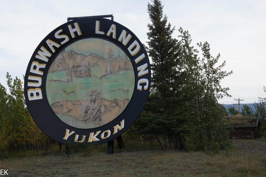DIE Attraktion von Burwash Landing: die größte Goldwaschpfanne der Welt