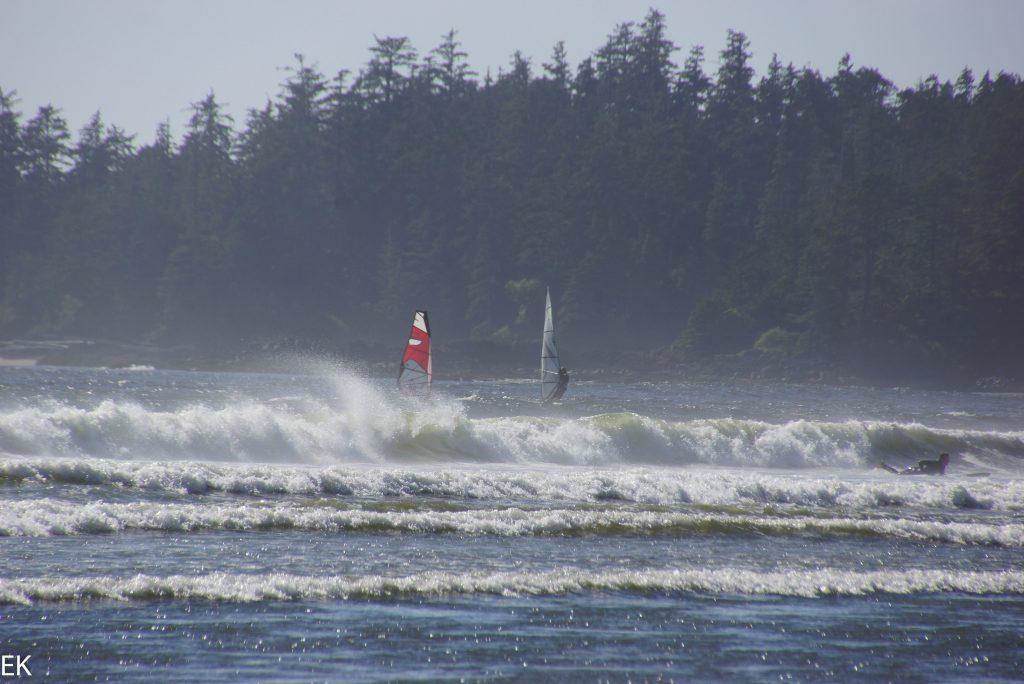 Auch Windsurfer sind hier