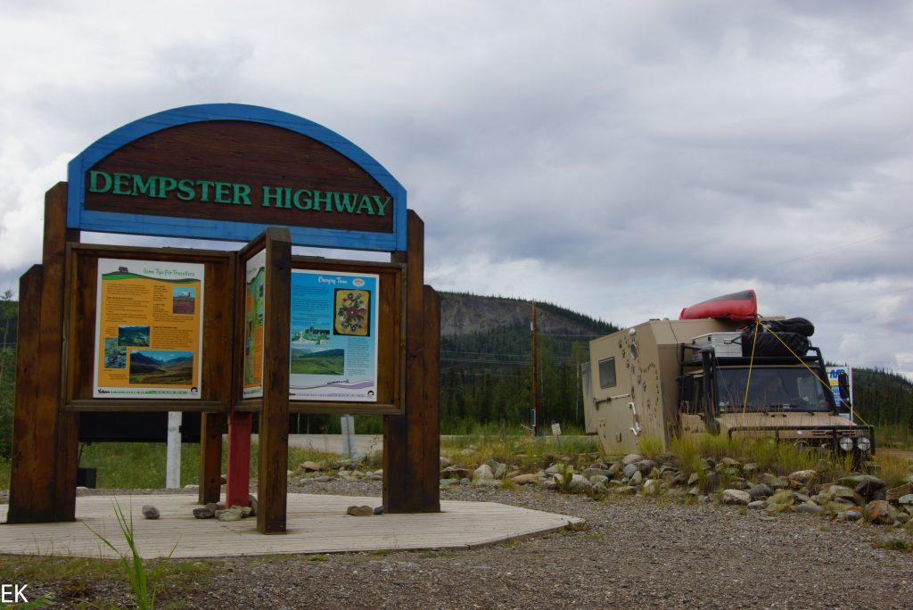 Beginn des Dempster Highways: 765 km bis Inuvik - und wieder zurück