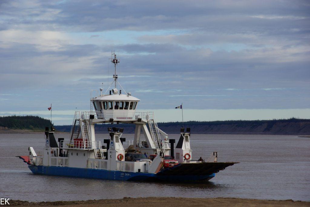 Kostenlose Fähre über den Mackenzie River