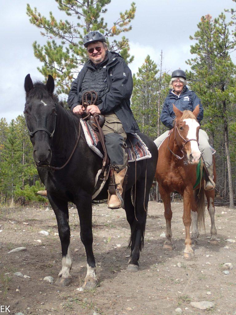 Zwei Greenhorns auf Pferderücken