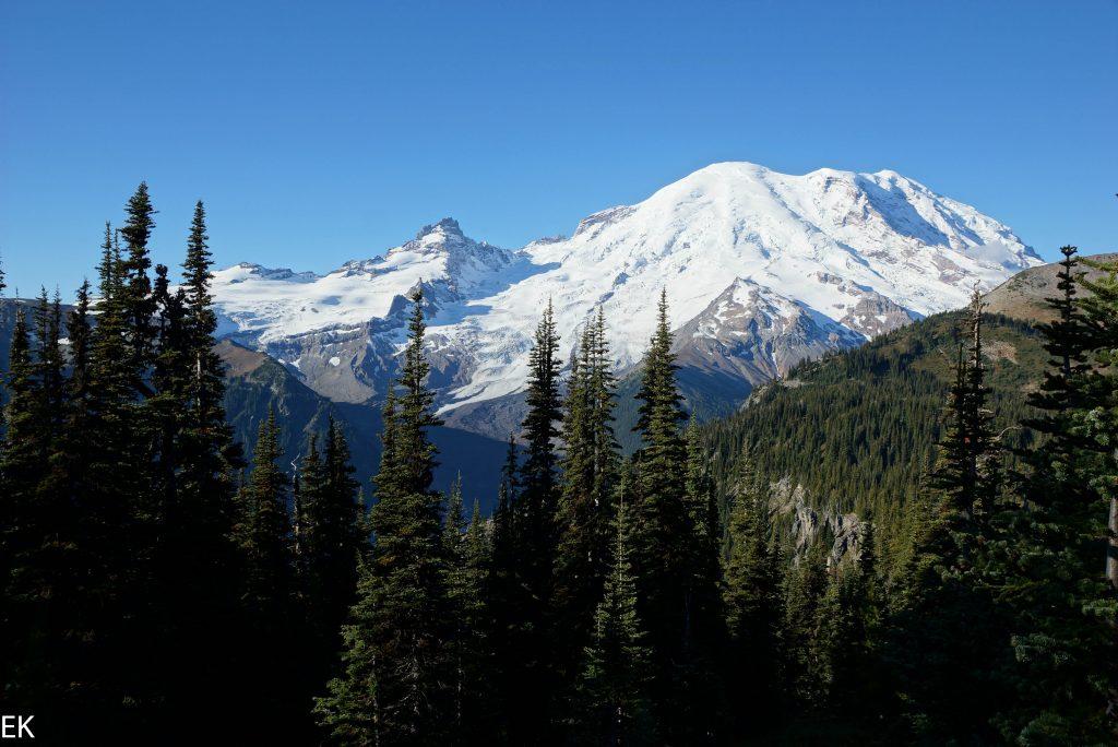Nackt wie die Natur in schuf: Mt. Rainier ohne Wolkenkleid
