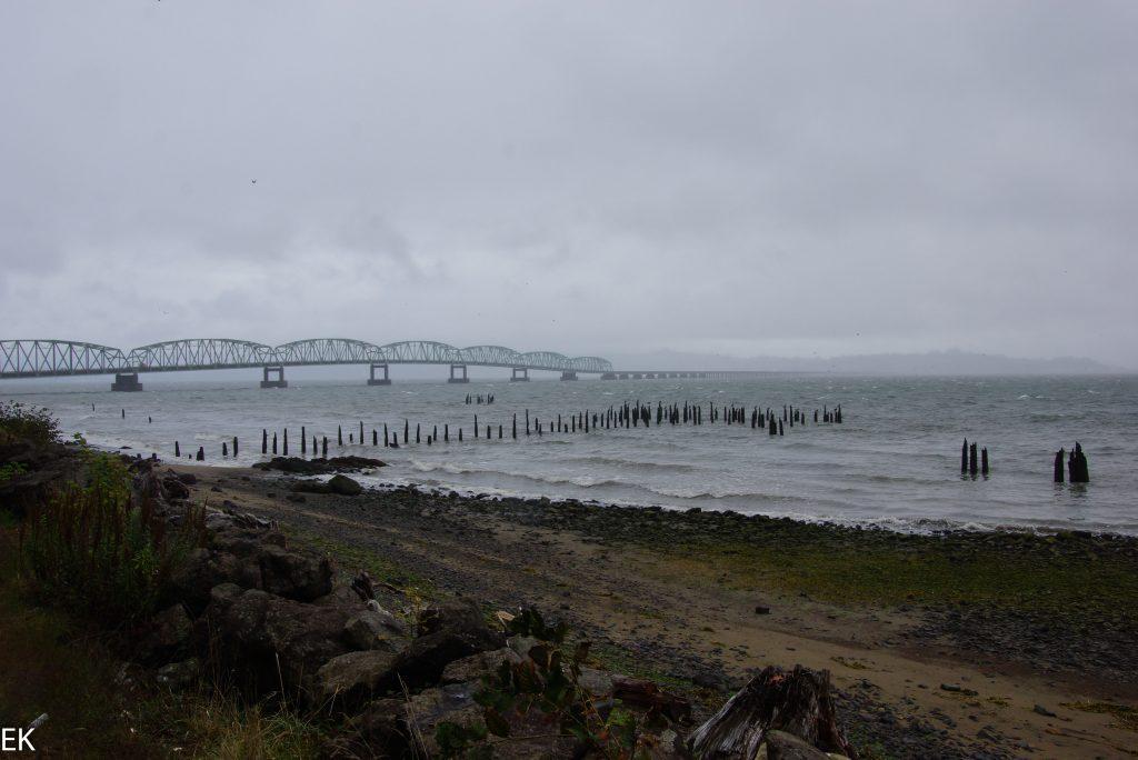 Am Ende der Brücke liegt Oregon