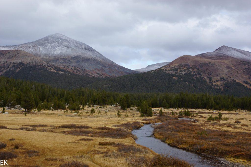 Tuolumne Meadows und erster Schnee auf den Gipfeln