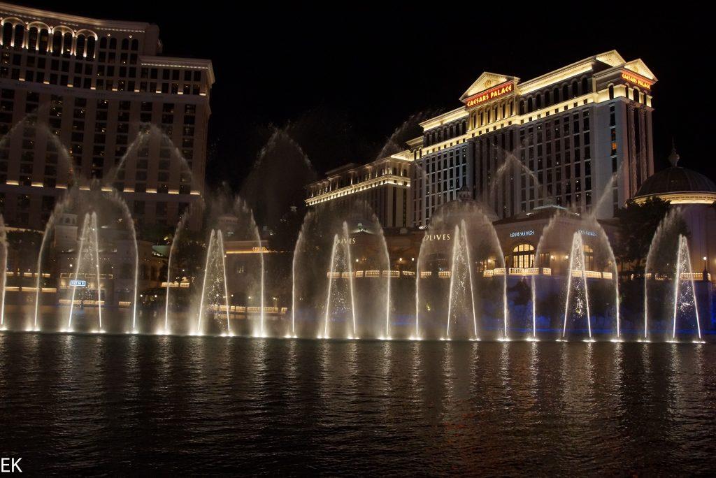 Wasserspiele bei Nacht 1